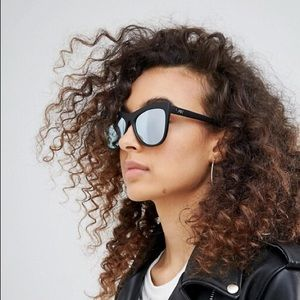 QUAY Sunglasses! Black matte with mirror lenses